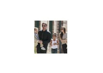 Angelina Jolie en Brad Pitt eten insecten